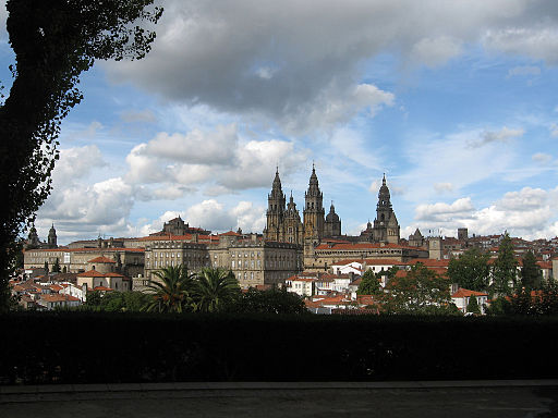A view of Santiago de Compostela awaiting Patty at the end of her pilgrimage (Source: By Alejandro Moreno Calvo from Madrid, Spain [CC-BY-2.0 (http://creativecommons.org/licenses/by/2.0)], via Wikimedia Commons)